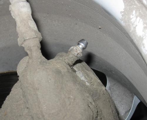 Самостоятельная замена тормозной жидкости Форд Фиеста