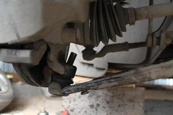 Замена шаровой опоры Ford Focus 2 своими руками
