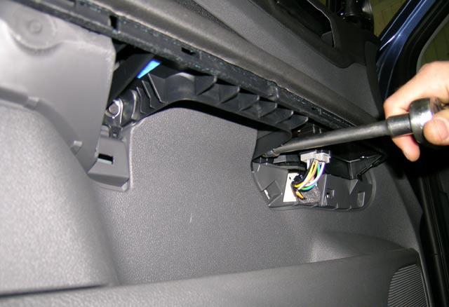 Как снять обшивку передней двери Форд Фокус 2 в условиях гаража