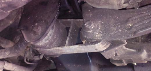 Замена нижней подушки двигателя на Форд Мондео 3 своими руками