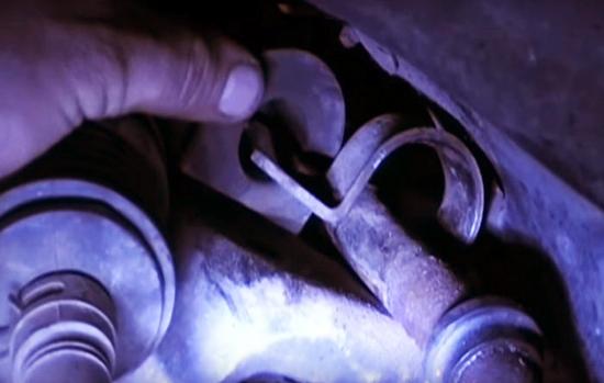 Как заменить втулкистабилизатора на Форд Мондео 1 не снимая подрамник? Мы знаем как!