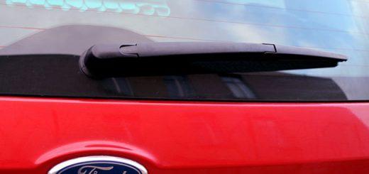 Замена заднего дворника вместе с поводком на Ford Fiesta MK V